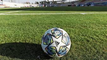 Ruht der (Fuss-)Ball noch länger? Die Klubs der Super- und der Challenge League müssen sich gedulden.