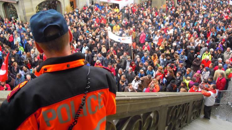 Auf dem Berner Rathausplatz demonstrierten im November 6000 Lehrer für bessere Arbeitsbedingungen.  uz