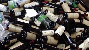 Weinflaschen kippten auf die Autobahn (Symbolbild).