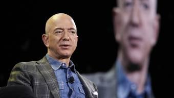 Amazon-Chef Jeff Bezos, mit seinem dreistelligen Milliardenvermögen der reichste Mensch der Welt, trägt zur allgemeinen Wohlstandsmehrung kaum etwas bei. Hier ist er an einer Konferenz in Las Vegas im Juni 2019 zu sehen.