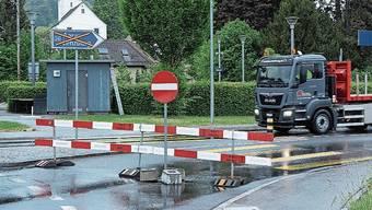 Kein Durchkommen: Die Seetalstrasse ist einseitig gesperrt.
