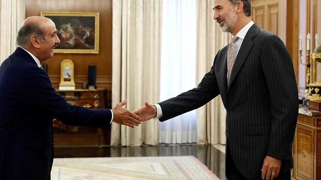 König Felipe VI. (r) hat zweitägige Konsultationen mit den Chefs aller im Parlament vertretenen Parteien begonnen. Dabei will er prüfen, ob es noch eine Chance für die Bildung einer mehrheitsfähigen Regierung gibt.