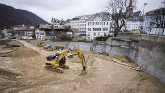 Die Grundsteinlegung vom Freitag war die Kehrtwende: Von jetzt an wird in Liestals grösstem Loch nicht mehr abwärts gegraben, sondern aufwärts gebaut.