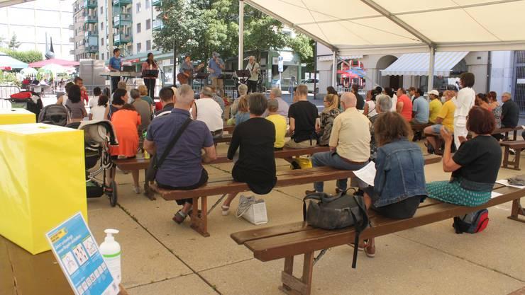 Rund 60 Personen nahmen am Gottesdienst im Festzelt teil.