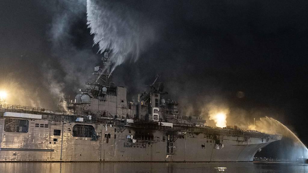 US-Kriegsschiff brennt seit fast drei Tagen bei San Diego