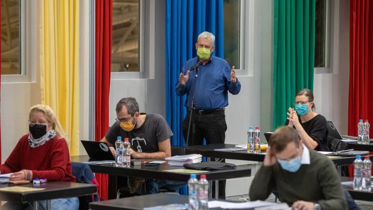 Der Grüne Felix Wettstein während der Debatte im Seminarraum des Hotel Arte.