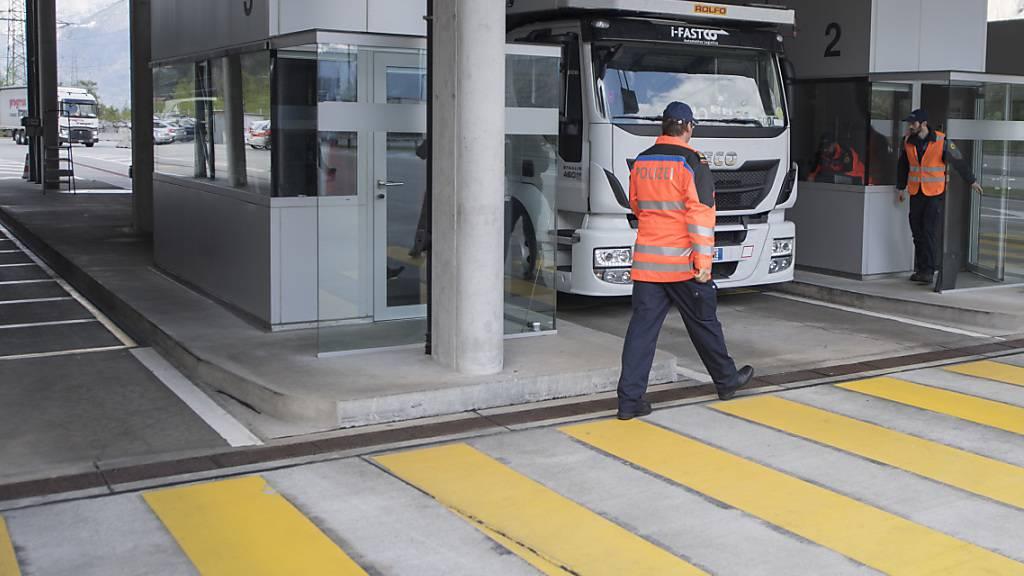Schwerverkehrszentrum intensiviert technische Kontrolle