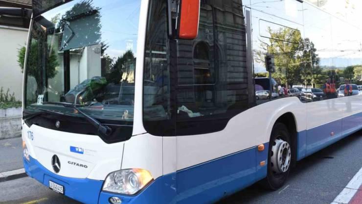 In Luzern hat sich zwischen einem VBL-Bus und einem Kleinbus eine Streifkollision ereignet.
