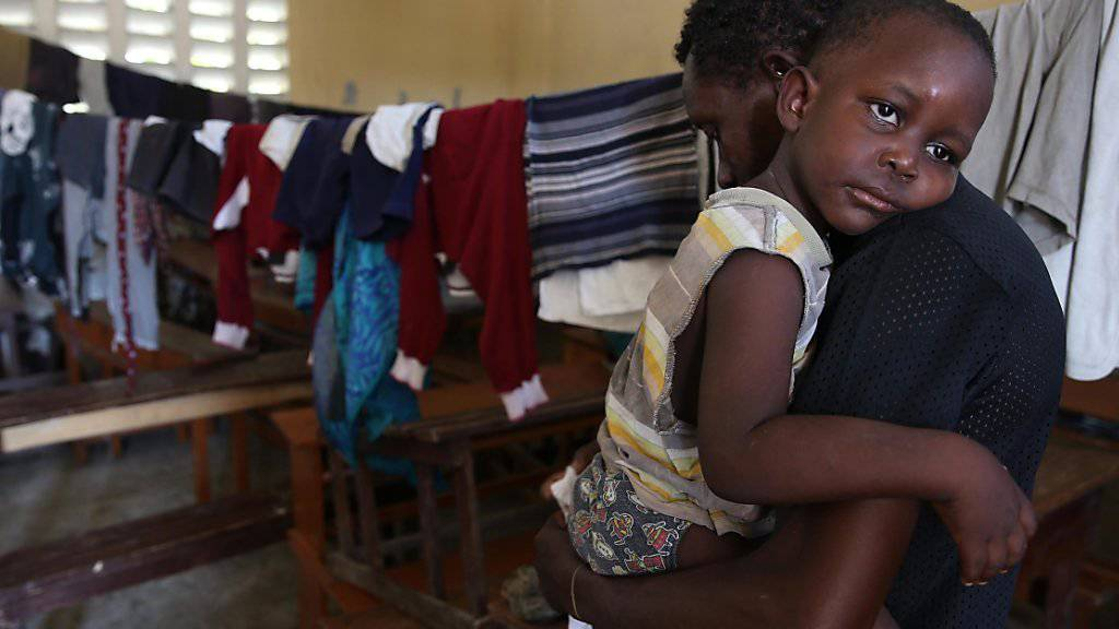 Grosse Not auf Haiti: Diese Familie in Les Cayes kam vorläufig in einer Schule unter - ihr Haus war durch den Hurrikan zerstört worden.