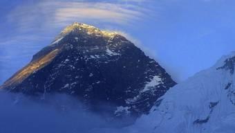 Er ist der höchste Berg, aber wie hoch ist er genau, der Everest?