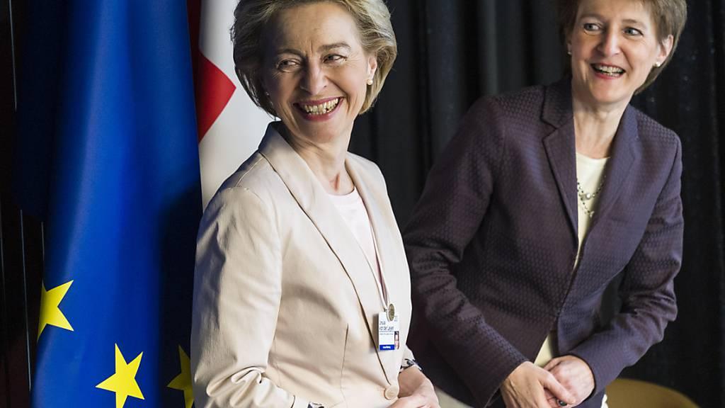 Lachende Gesichter auf beiden Seiten: Vor dem Treffen unter dem Vorsitz von Bundespräsidentin Simonetta Sommaruga (rechts) und EU-Kommissionspräsidentin Ursula von der Leyen war nichts von der Eiszeit im Rahmenabkommen-Dossier zu spüren.