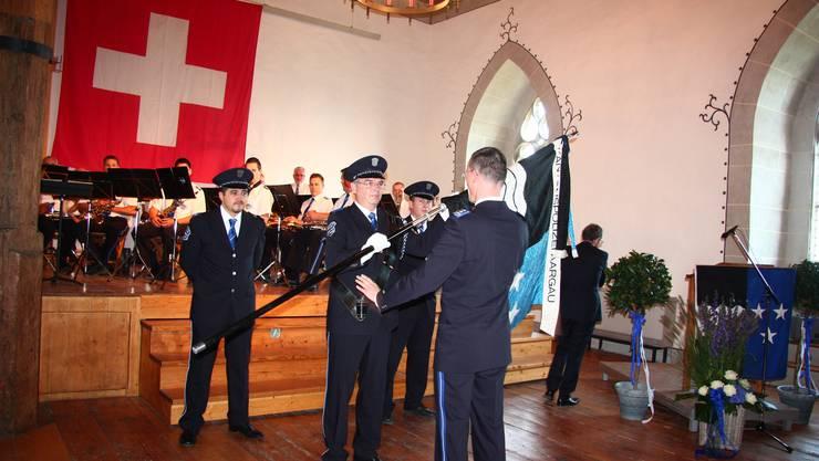 Der neue Polizeikommandant Michael Leupold bei der Fahnenübergabe