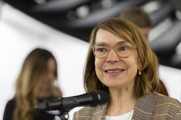 Direktorin Madeleine Schuppli spricht an der Vernissage Blumen für die Kunst, am 4. März 2019 im Aargauer Kunsthaus.