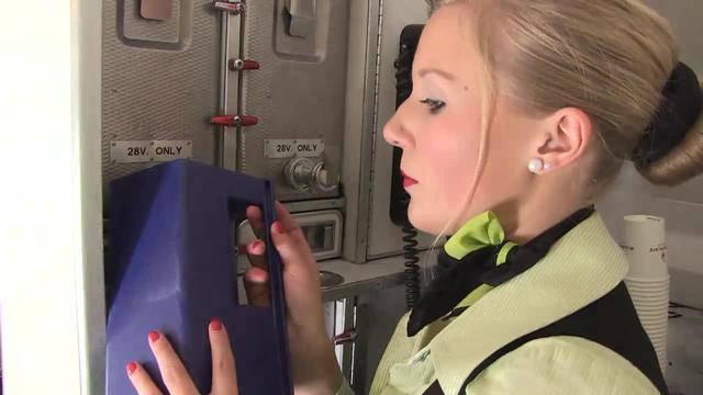 Renaud Tour hebt ab mit Flight Attendant Anja Steiner