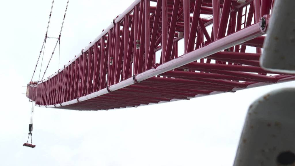Stahlkoloss: Grösster Kran auf Olma-Baustelle im Einsatz