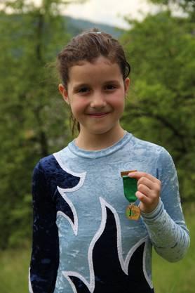 Chiara Böller aus Wölflinswil freut sich über den hervorragenden 7. Rang von 110 Turnerinnen.