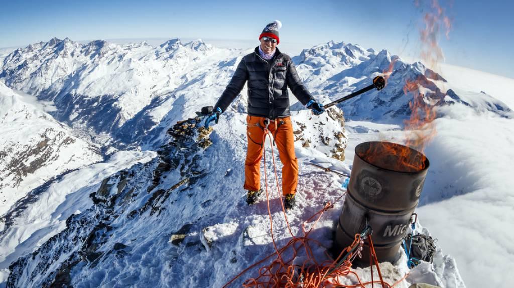 """Pirmin Zurbriggen entzündet """"olympische Flamme"""" auf dem Matterhorn"""