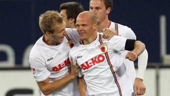 Augsburgs Tobias Werner (m.) als Schnellstarter: Nach 94 Sekunden erzielte er das 1:0.