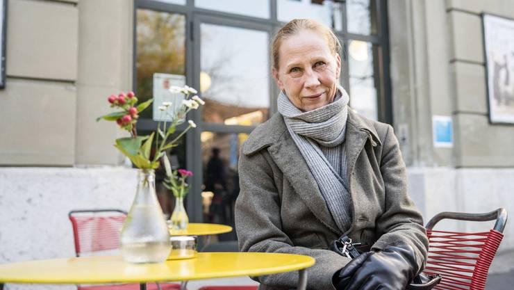 Die finnische Schauspielerin Kati Outinen vor dem Stadtkino Basel.