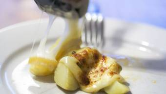 Raclette ist auch bei den Deutschen sehr beliebt. (Archivbild)