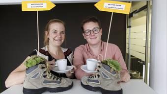 Das az Leserwandern-Team mit einem speziellen Dankesgruss – Projektleiterin Tabea Riesen und Mister Leserwandern Sven Altermatt.
