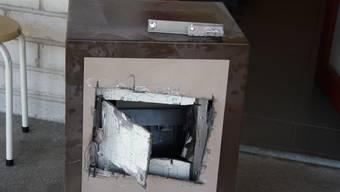 Der Tresor im Bereich der Kasse wurde vermutlich mit einem Winkelschleifer aufgebrochen.