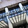 Die Deutsche Bank und zahlreiche Grossbanken in anderen Ländern legen ihre Pläne zum Abbau zehntausender Jobs wegen der Corona-Krise auf Eis. Man wolle den Mitarbeitern in einer solch schwierigen Phase mehr Sicherheit geben, erklärte Deutschlands grösstes Geldhaus.