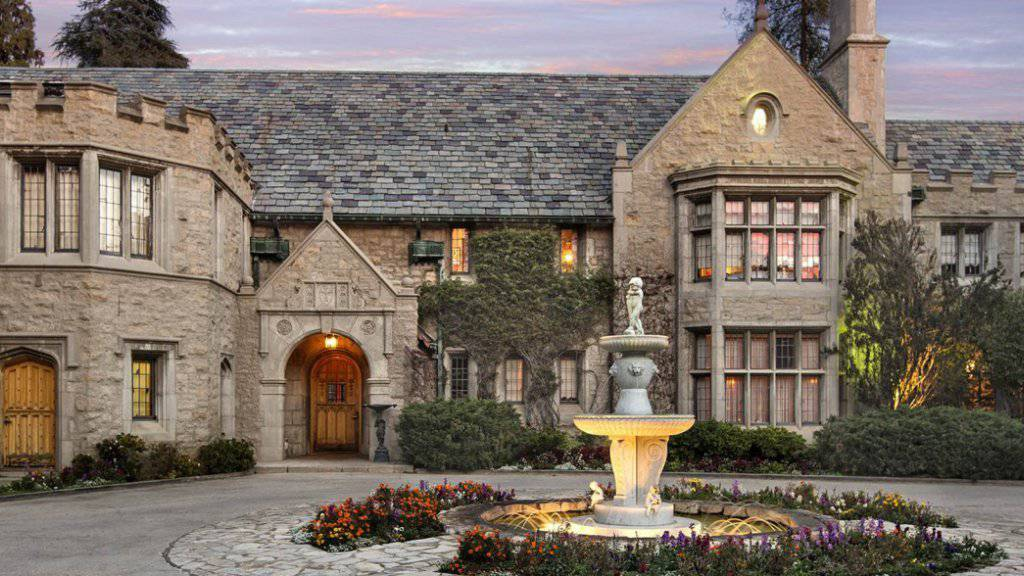 Der Wert der mondänen Hollywood-Villa von Hugh Hefner war auf rund 200 Millionen Dollar geschätzt worden. (Archivbild)