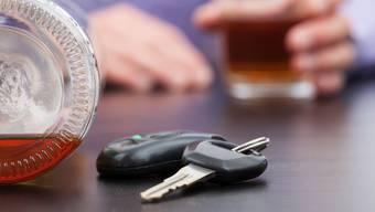 Der 20-Jährige war betrunken im Auto unterwegs. (Symbolbild)