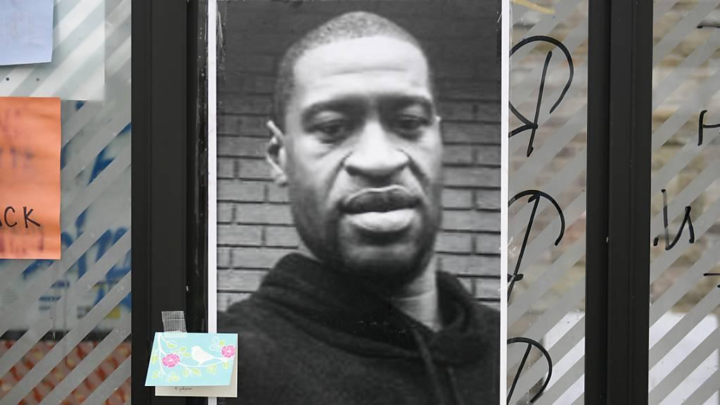 Ein Foto des bei einem brutalen Polizeieinsatz gestorbenen George Floyd in Minneapolis.