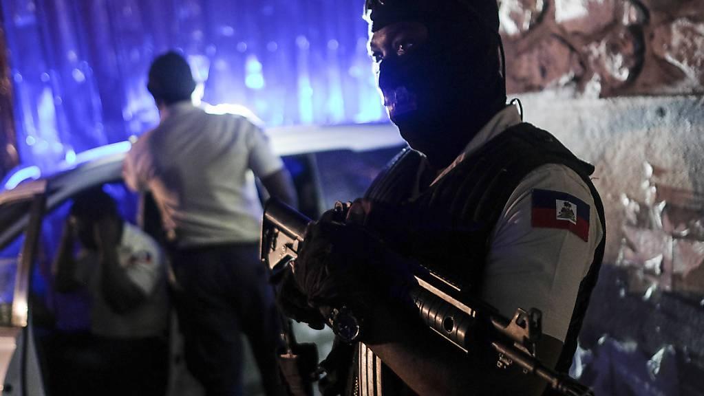 Eine Woche nach der Ermordung des haitianischen Pr‰sidenten Jovenel MoÔse sind zwei weitere Verd‰chtige festgenommen worden. Foto: Matias Delacroix/AP/dpa
