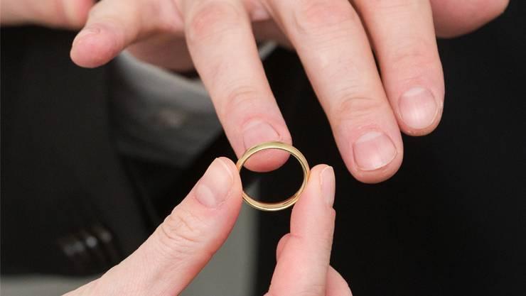Die meisten Brautpaare im Kanton sind zwischen 26 und 35 Jahre alt.Keystone/Andrea Warnecke