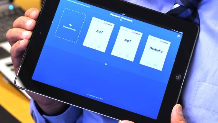 Polizei mit iPad ausgerüstet verschiedene Rapporte
