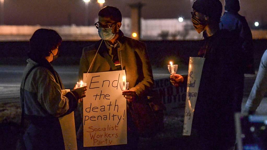 Menschen protestieren gegen die Hinrichtung von Brandon Bernard. Foto: Austen Leake/The Tribune-Star/AP/dpa