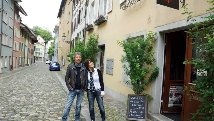 Bert De Raeymaecker mit Elisabeth Seiler betreiben das Kulturcafé.