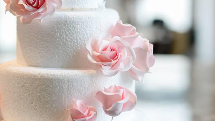 Ob das auch die Tortenbäcker merken? Die Zahl der Eheschliessungen war 2019 so tief wie seit 20 Jahren nicht mehr.