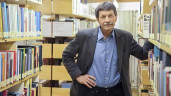 Soziologieprofessor Ueli Mäder in seinem Institut am Petersgraben. Hier war er die vergangenen zehn Jahre von morgens um sechs bis abends um zehn Uhr anzutreffen.