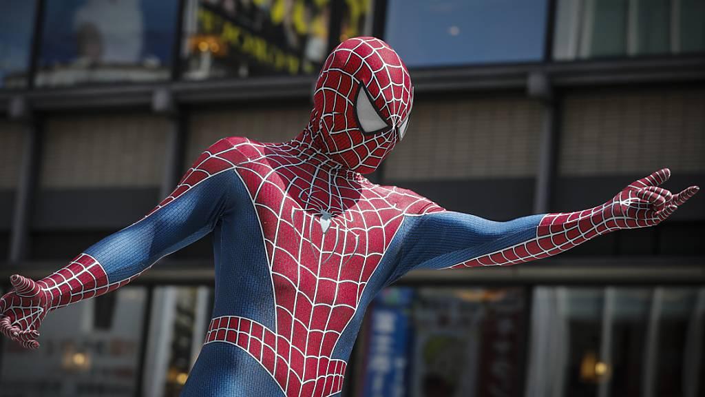 Wie ein Spiderman hat ein Brite in Barcelona die Fassade eines Wolkenkratzers erklommen. (Archivbild)
