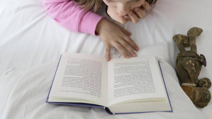 Vorlesen bildet: Unter diesem Motto findet am 23. Mai der erste Schweizer Vorlesetag statt. (Symbolbild)