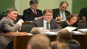 Kann aufatmen: Der Zuger CVP-Regierungsrat Beat Villiger (Mitte). (Archiv)