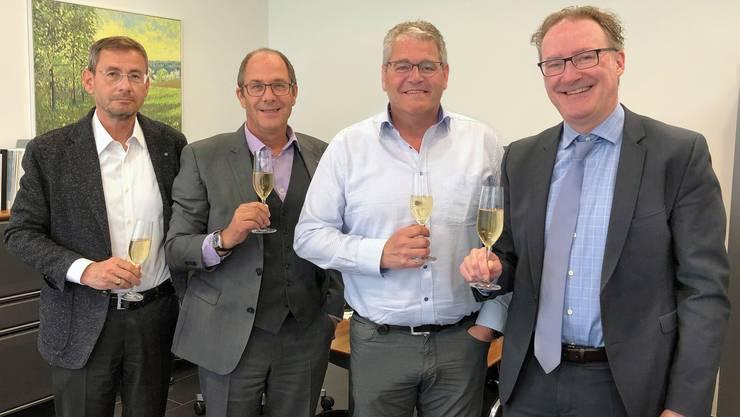KSB-Präsident Daniel Heller und KSB-CEO Adrian Schmitter sowie René Huber, CEO Asana Spital Leuggern, und Andreas Edelmann, Präsident Asana-Gruppe (v.l.) freuen sich auf die Zusammenarbeit zwischen den beiden Spitälern.