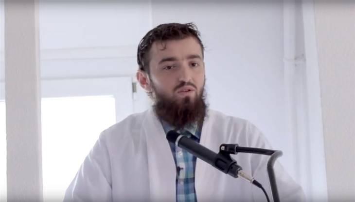 Der Imam und seine Predigt: Auf Youtube und Facebook hat Ardian Elezi eine grosse Gefolgschaft.