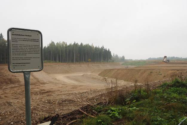 Blick auf die Wyss Kies und Beton AG südlich von Härkingen mit Kieswerk (und Deponie)