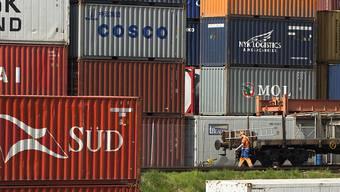 Die stärkeren Einnahmen aus dem Warenhandel tragen zur positiven Leistungsbilanz der Schweizer Volkswirtschaft bei. (Archibbild)