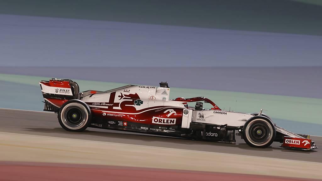 Hamilton wehrt Verstappens Angriffe ab und siegt beim Saisonstart