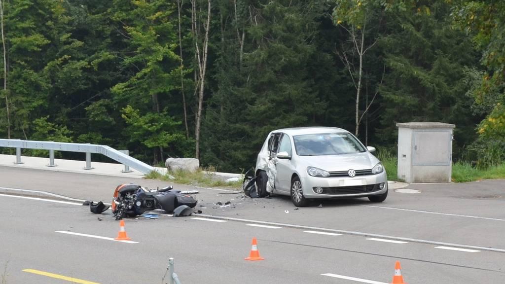 Der Autofahrer, der den 57-Jährigen auf seinem Töff übersehen hatte, musste seinen Führerschein abgeben.