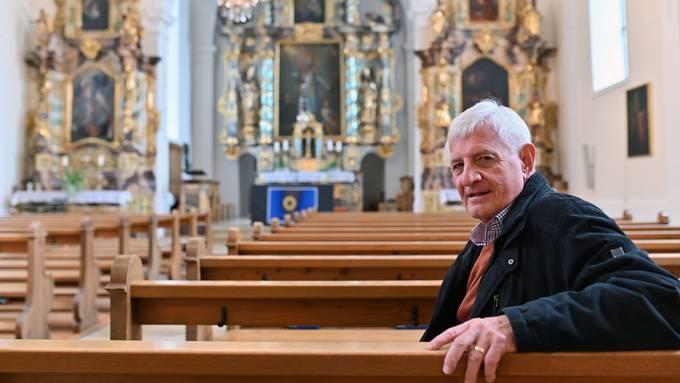 Kurt von Arx, Präsident Römisch-katholische Synode Solothur, in der neu renovierten Egerkinger St. Martinskirch.