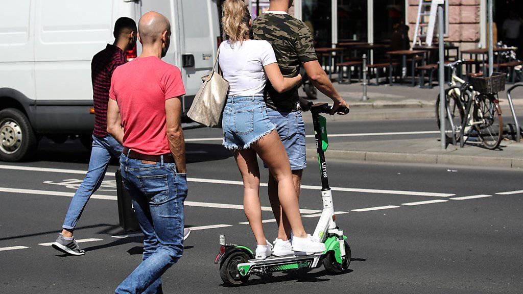 E-Scooter sind in Mailand in Fussgängerzonen und auf Radwegen vorläufig untersagt. (Symbolbild)