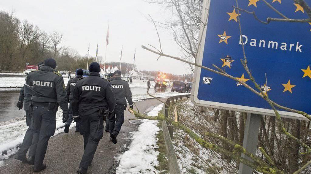 Dänische Polizisten an der dänisch-deutschen Grenze. (Archivbild)