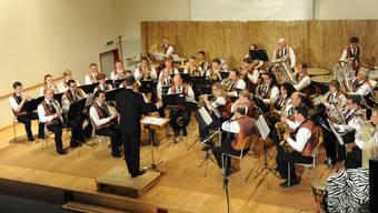 Die Musikgesellschaft unter der neuen Direktion von Walter Krebs.
